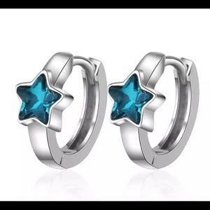 ✔️ Sterling silver huggie earrings